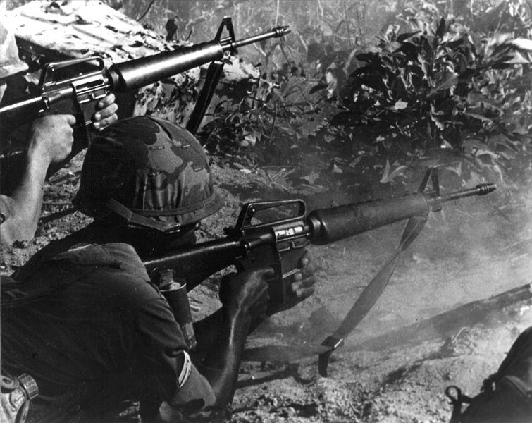 Soldiers using M16 in Vietnam
